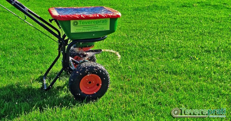 AccuPro 2000  - Carrello a spaglio per l'applicazione di concimi su tappeti erbosi